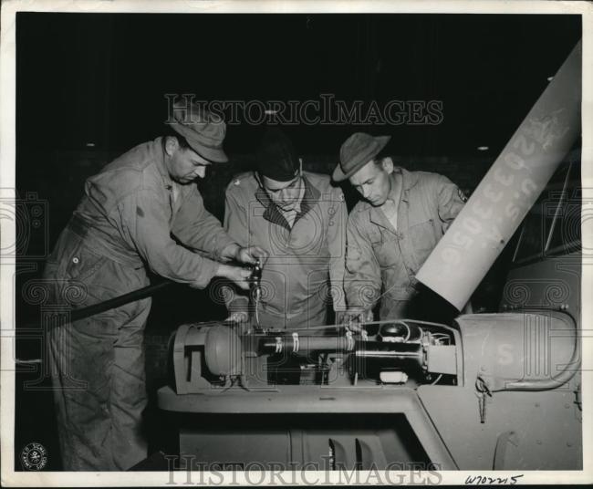 1943-11-03-assembly-line-england1