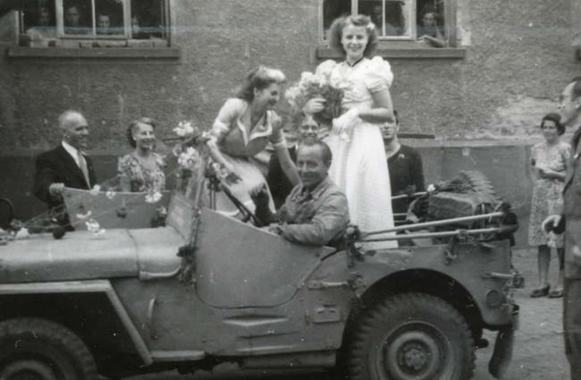 1948-international-refugee-org-jeep-german2