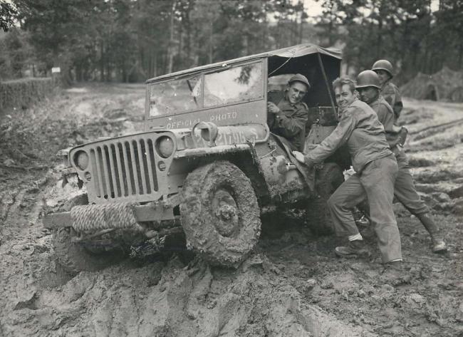 1944-10-04-muddy-jeep1