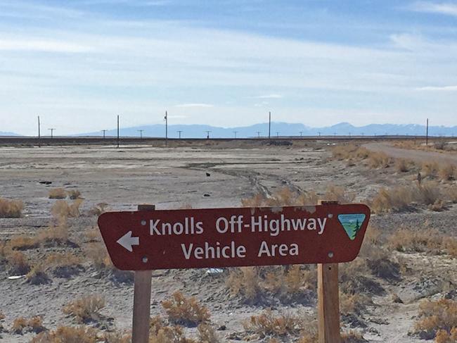 2016-03-10-knolls-sign
