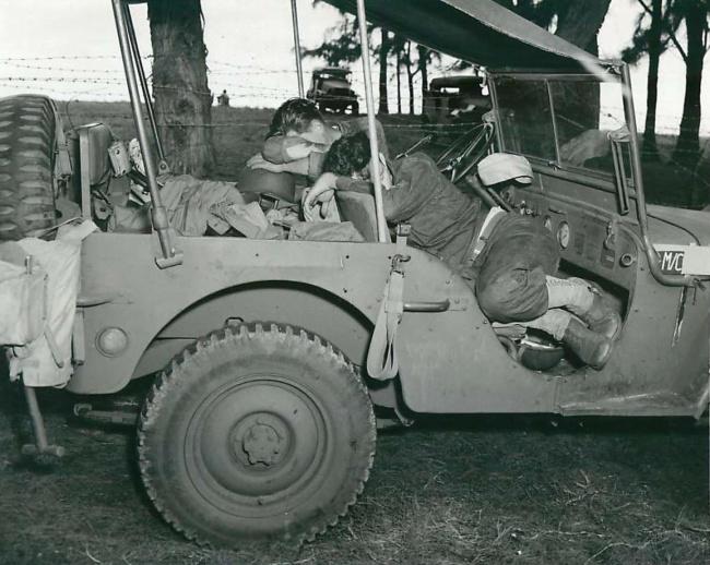 1942-10-01-oahu-soldiers-sleeping-in-jeep1