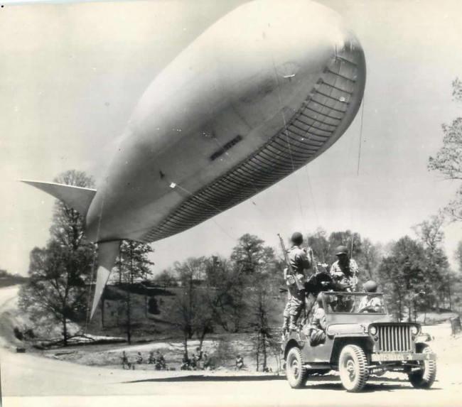 1943-05-01-blimp-jeep-tow1