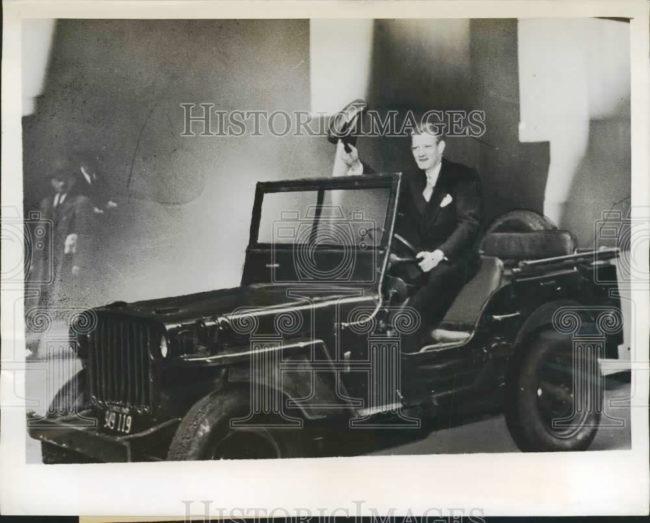 1945-06-12-donald-lomax-drives-jeep-work-ny1