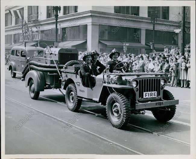 parade-wwii-fire-jeep