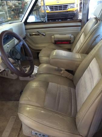 1989-jeep-wagoneer-vale-o3