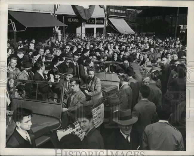 1945-10-19-bronx-parade-jeeps1