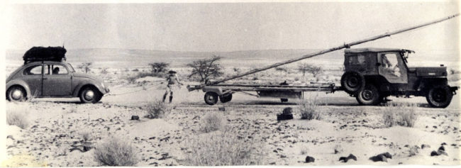1956-02-globetrotter-african-sail-jeep0