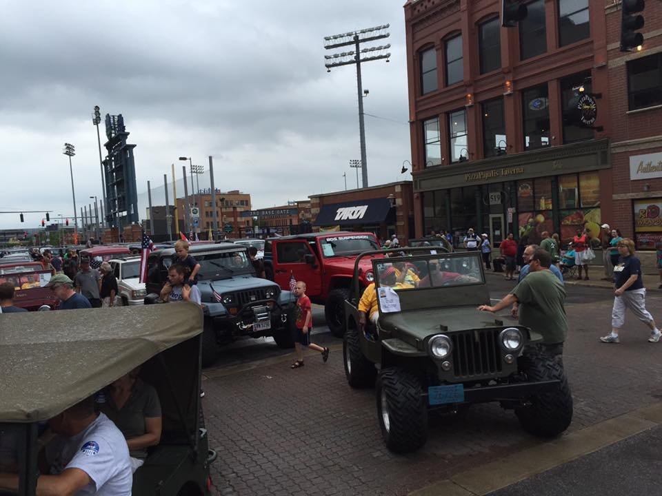 2016-toledo-jeepfest-bob-christy-parade10