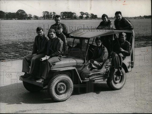 1942-09-21-us-airmen-england-jeep1