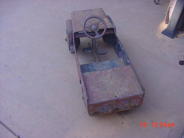 hamilton-pedal-car2