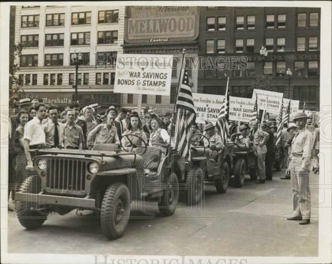 1942-06-22-war-bond-campaign-parade1