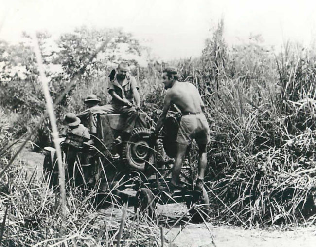 1943-12-18-laying-cable-newgineau1