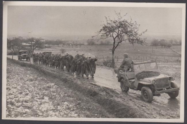 1944-11-14-allied-prisoners-jeep1