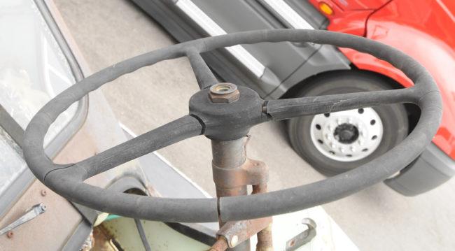 2916-09-07-steering-wheel-rusty