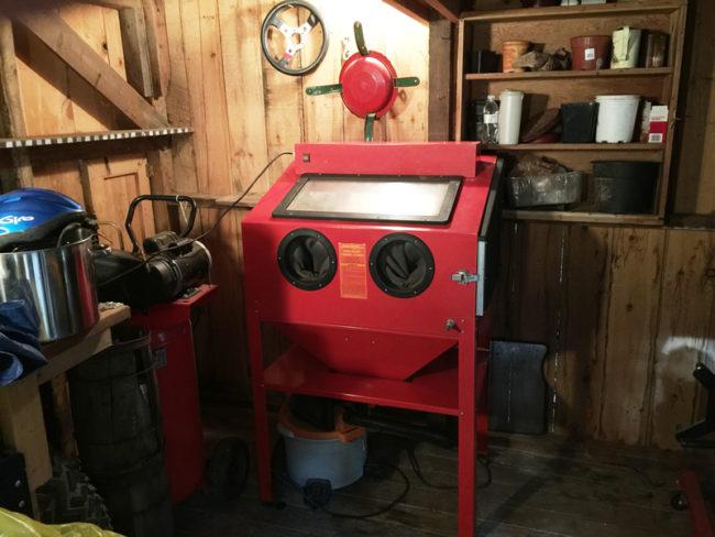 barn-sand-blasting-cabinet