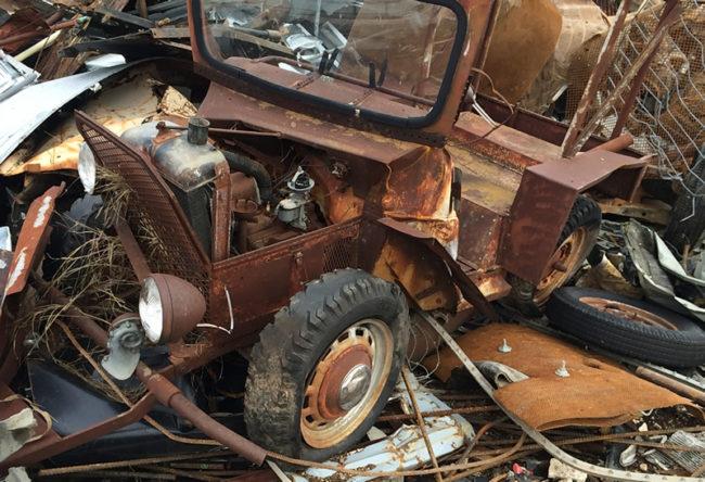 odd-vehicle-junkyard