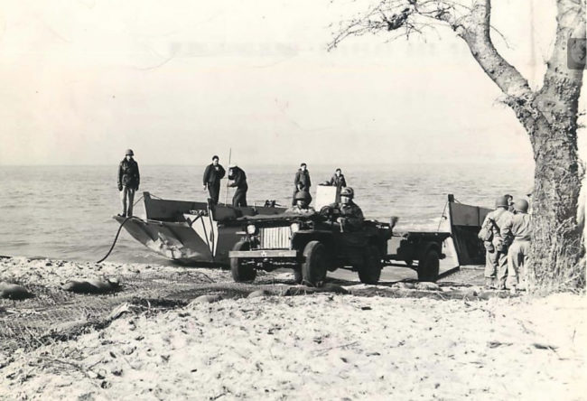 1943-06-17-slat-grille-beach1