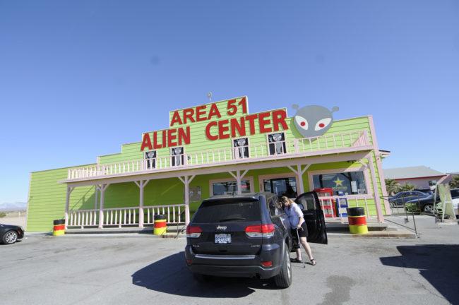 2017-03-28-armagosy-alien-center