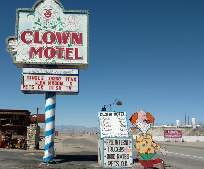2017-03-28-clown-motel