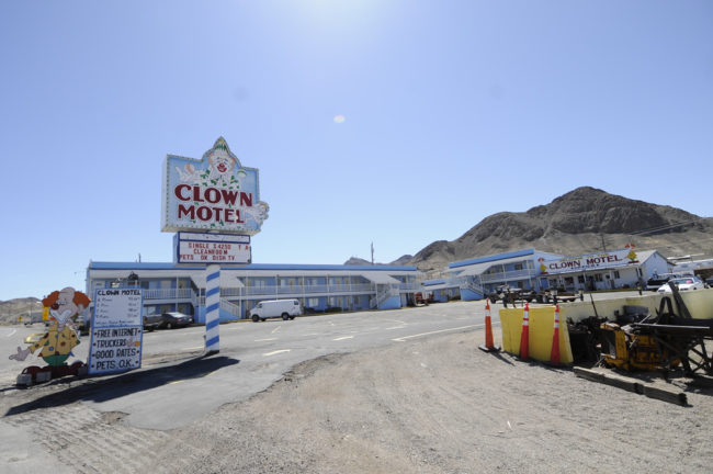 2017-03-28-clown-motel2