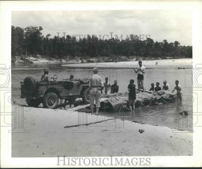 1940-wrong-date-jeep-beach1