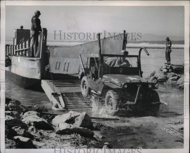 1950-07-23-korea-landing-jeep1