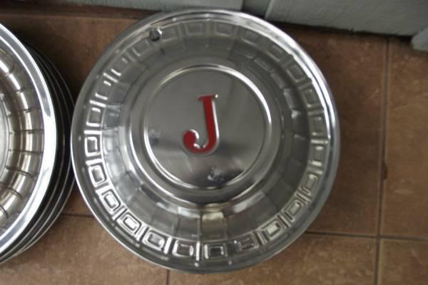 j-branded-hubcaps-fl1