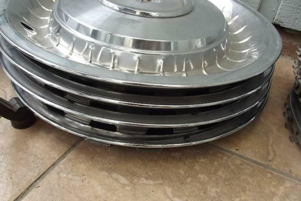 j-branded-hubcaps-fl2