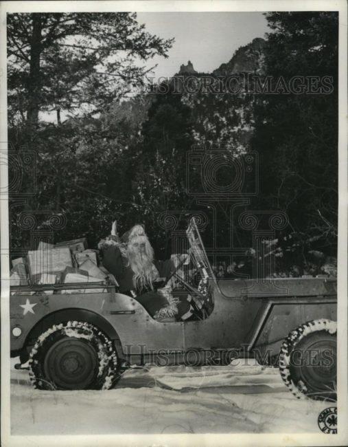1943-12-21-santa-jeep1