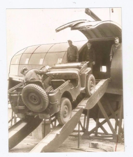 1942-04-21-scout-car-onto-plane1