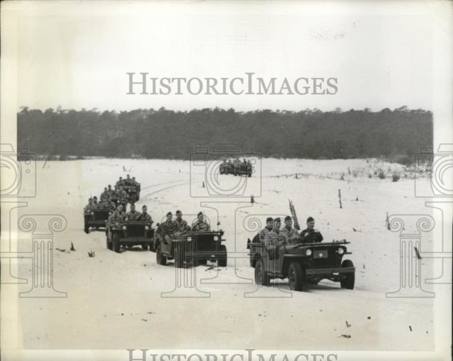1942-04-22-fort-story-jeeps1