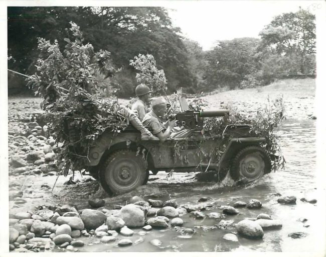 1942-04-24-jeep-camo-machinegun1