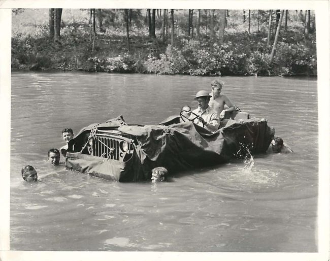 1942-05-25-floating-jeep1
