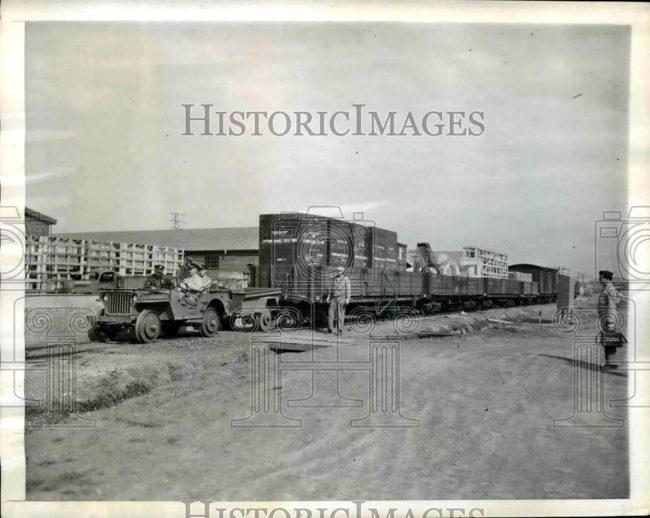 1943-06-20-australia-jeep-train1