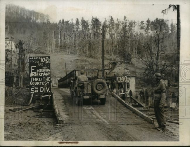 1945-03-03-entering-bridge-5th-division1