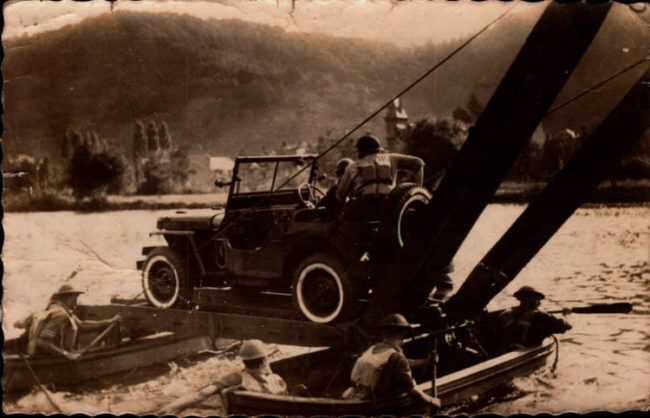 ABBL-une-jeep-transbordée