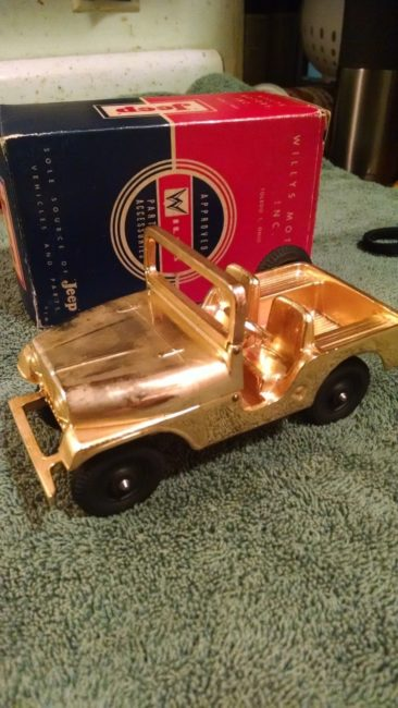 gold-plated-jeep-with-box