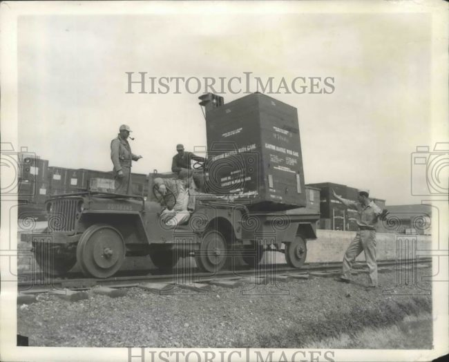 1943-08-20-jeep-rails-train-australia1