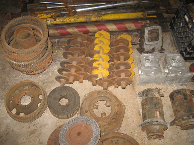CJ 5 Trencher and Parts Drum Pulley Weight and shaft 012