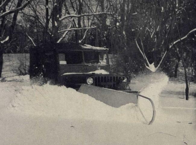 1954-10-kaiser-willys-news-snow-plows2