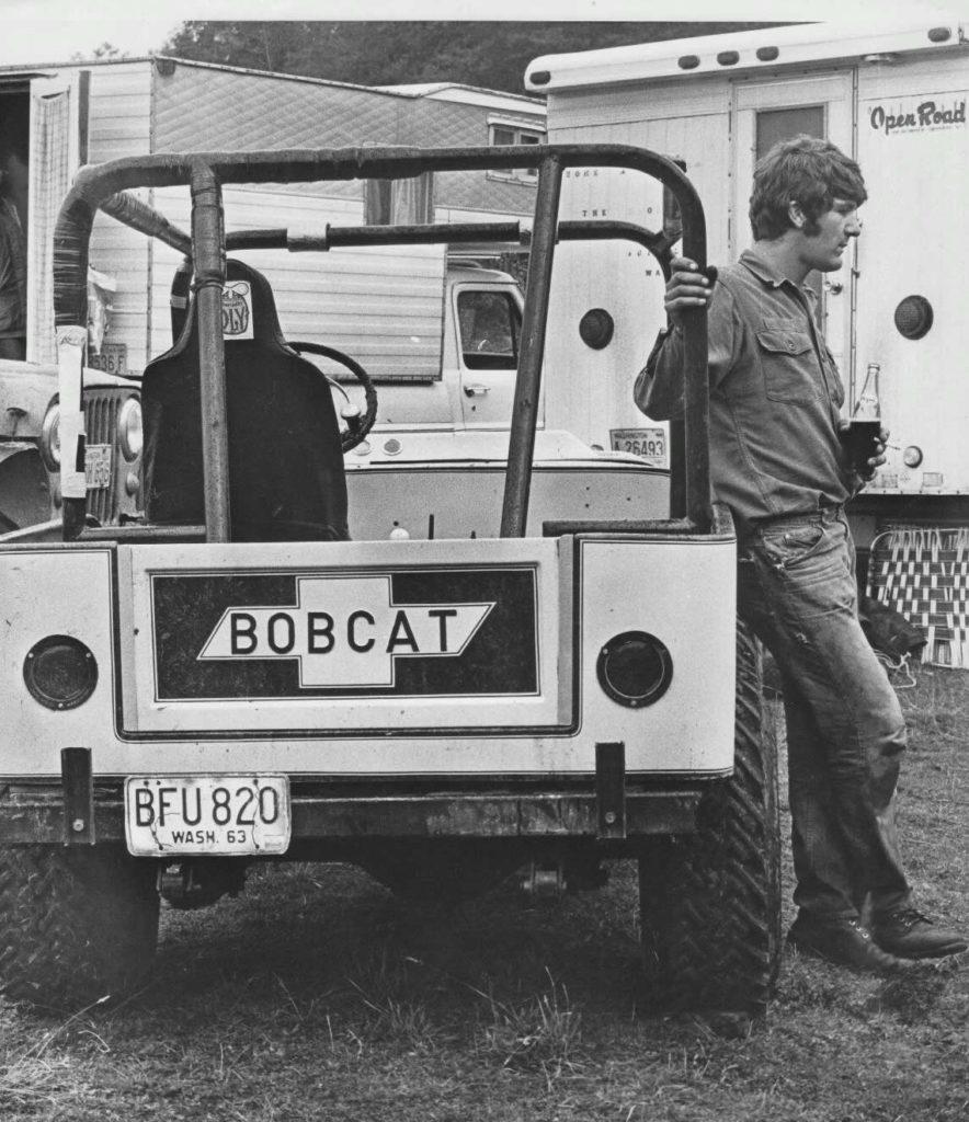 roy-bobcat-racing-jeep