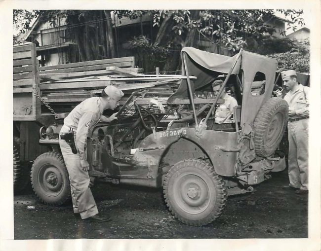 1946-03-07-manila-wrecked-jeep1