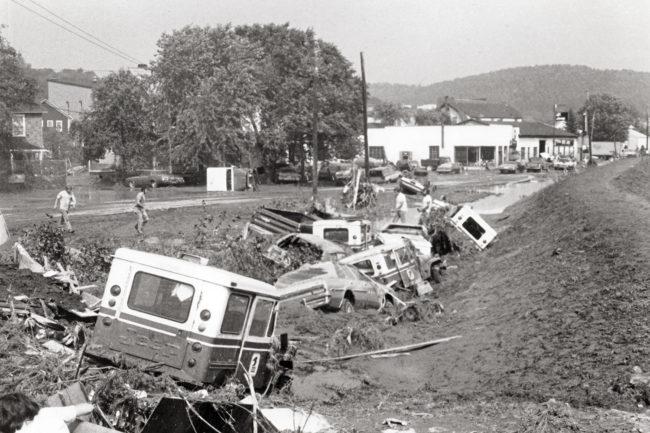 1977-postal-jeeps-flood-windber-postoffice