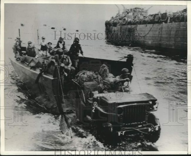 1944-04-28-hollandia-invasion1