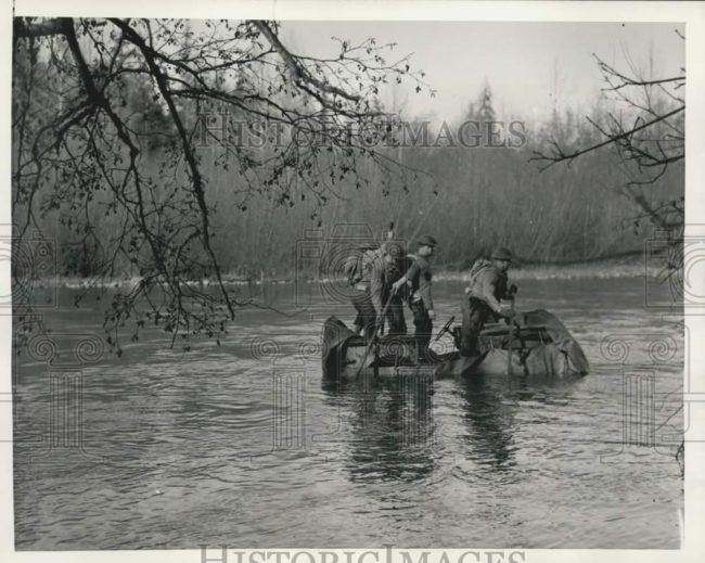 1942-02-06-floating-jeep1