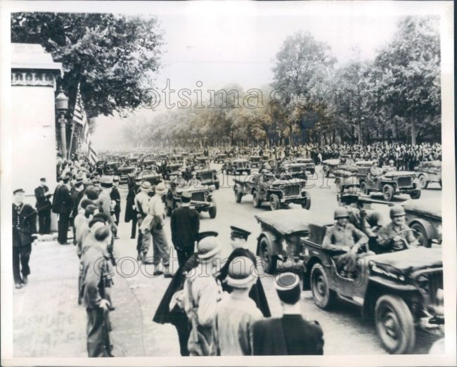 1944-09-03-parade-jeeps-franc1