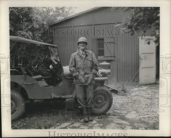 1945-08-13-soldier-jeep1