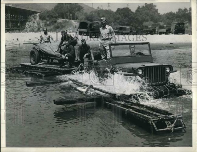 1942-07-03-jeep-raft-test1