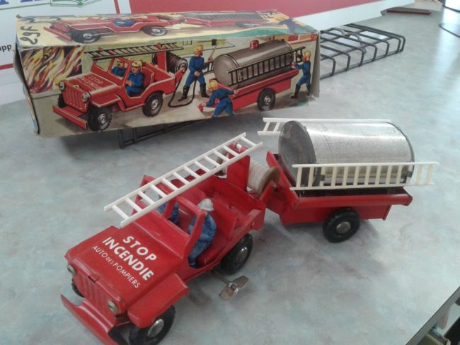 french-windup-fire-jeep-toy3