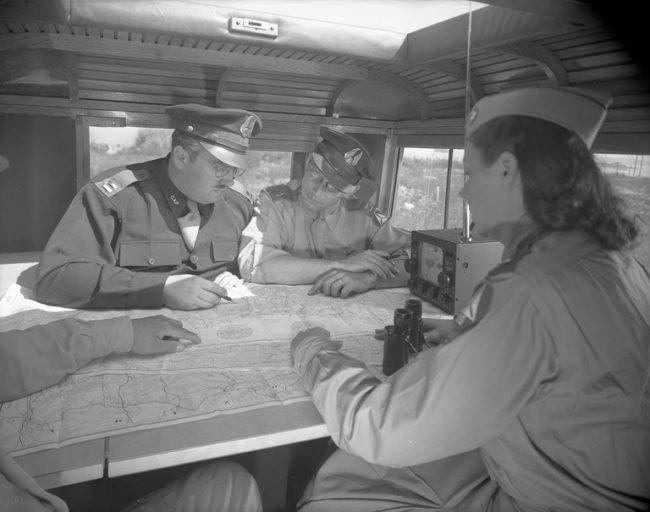 1943-07-command-car-jeep-concept-interior2